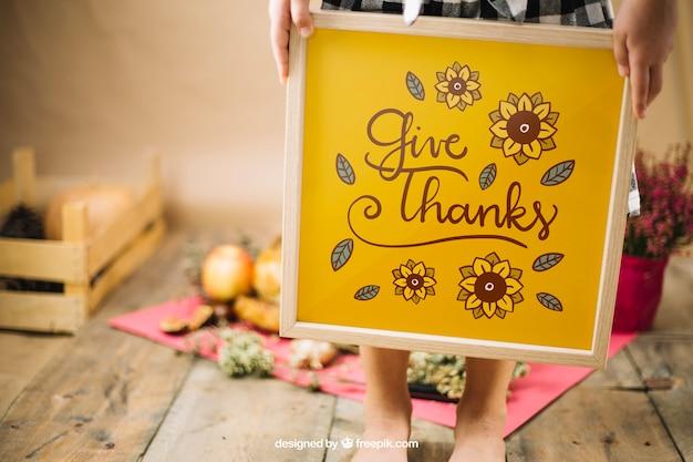 Maquette de thanksgiving avec cadre de tenue de fille