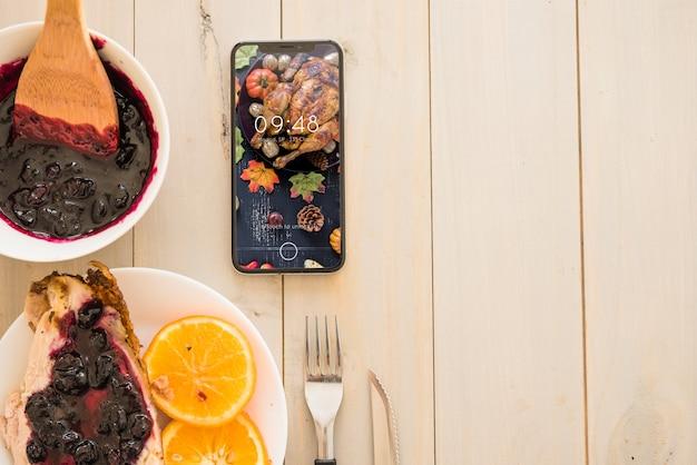 Maquette de thanksgiving avec smartphone