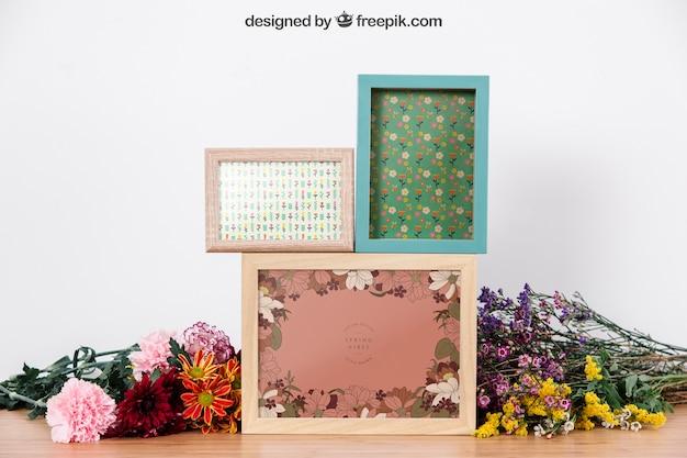 Maquette de trois cadres entre les fleurs