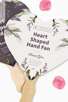 Maquette de ventilateur à main en forme de coeur, close up