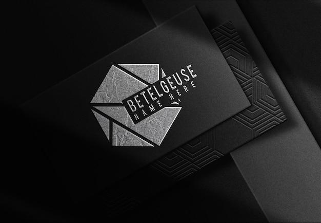 Maquette de vue prospective de carte de visite en relief de plaque d'argent de luxe