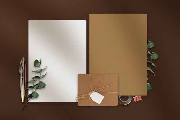 Maquettes de papeterie d'affaires couleur marron vintage et arrangement vue de dessus partie 2