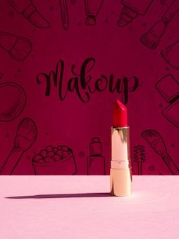 Maquillage de fond avec du rouge à lèvres