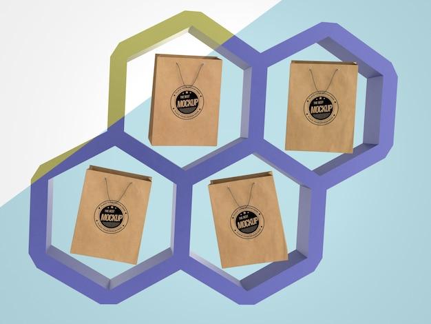 Marchandise maquette abstraite avec des sacs en papier dans des hexagones