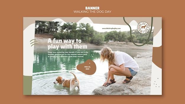 Marcher la bannière de modèle de jour de chien
