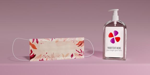 Masque de protection et bouteille de savon