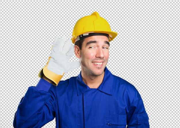 Méchant travailleur essayant d'écouter sur fond blanc
