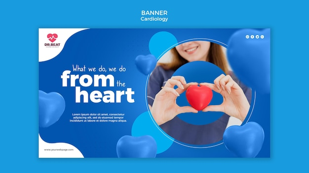 Medic tenant un modèle web de bannière de coeur jouet
