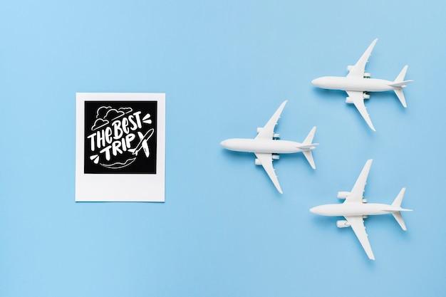 Le meilleur voyage, avec trois jouets d'avion