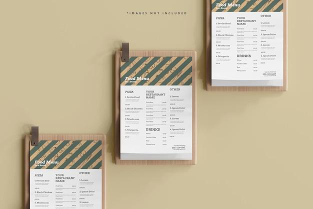 Menus alimentaires de format a4 sur une maquette de planche de bois