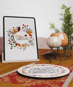 Message de joyeux thanksgiving sur tablette