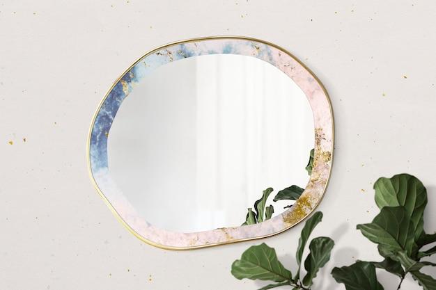 Miroir encadré de marbre sur une maquette de mur beige