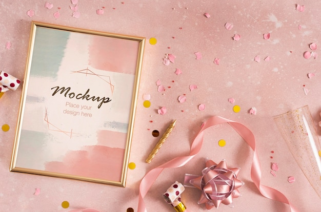 Mise à plat du cadre d'anniversaire élégant avec ruban et confettis