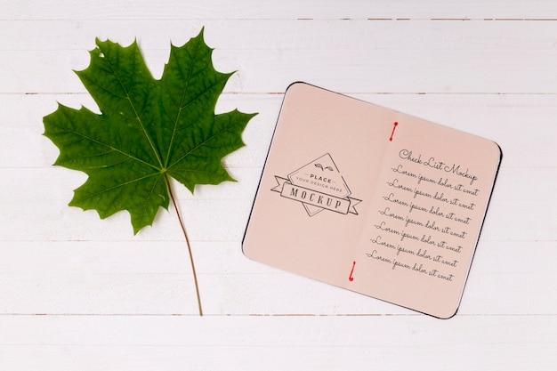 Mise à plat de la maquette du concept de feuilles