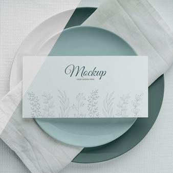 Mise à plat de la maquette du menu de printemps sur les assiettes