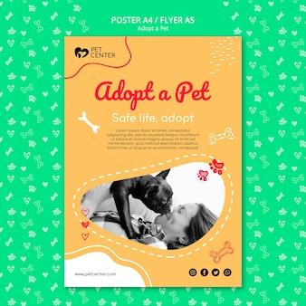 Modèle avec adopter une affiche pour animaux de compagnie