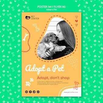 Modèle avec adopter un concept d'affiche pour animaux de compagnie