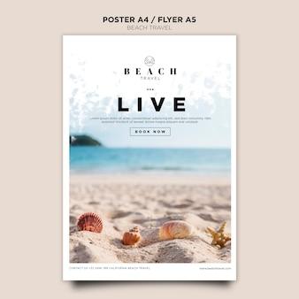 Modèle d'affiche de coquillages sur le sable