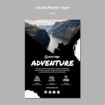 Modèle d'affiche avec design de randonnée