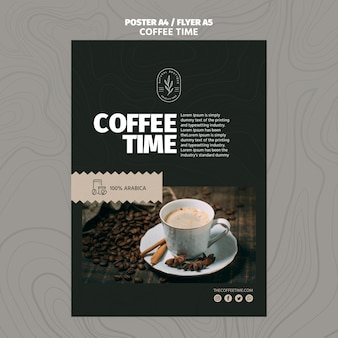Modèle d'affiche haute tasse de café dans la tasse et les grains de café
