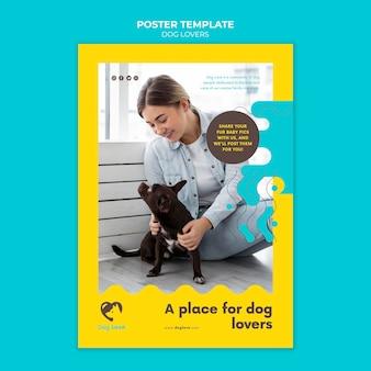 Modèle d'affiche pour les amoureux des chiens avec propriétaire féminin