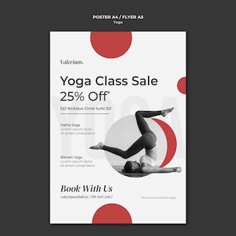 Modèle d'affiche pour le cours de yoga avec une instructrice