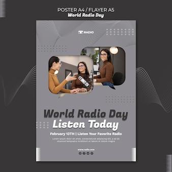 Modèle d'affiche pour la journée mondiale de la radio avec un diffuseur féminin