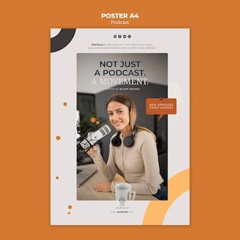 Modèle d'affiche verticale avec podcasteur féminin et microphone