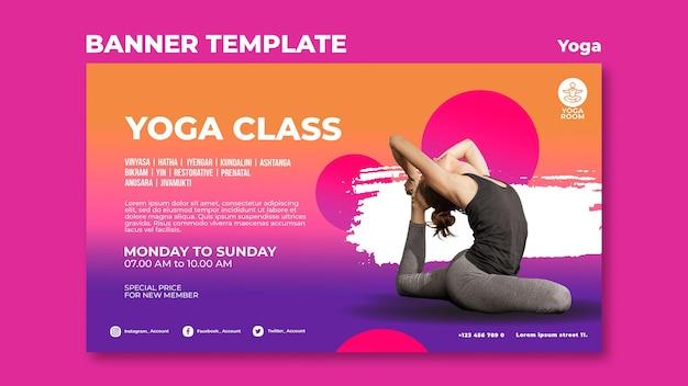 Modèle de bannière horizontale pour cours de yoga avec femme