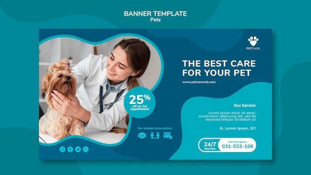 Modèle de bannière horizontale pour les soins des animaux de compagnie avec une femme vétérinaire et un chien yorkshire terrier