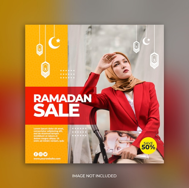 Modèle de bannière de publication de médias sociaux de vente ramadan ou dépliant carré