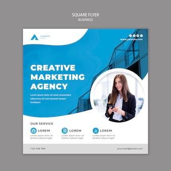 Modèle de flyer carré d'affaires avec photo