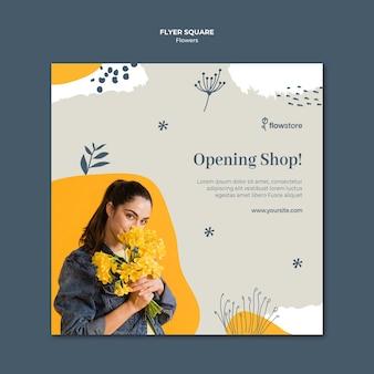 Modèle de flyer carré d'ouverture de magasin de fleurs