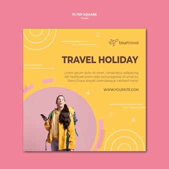 Modèle de flyer carré pour des vacances de voyage