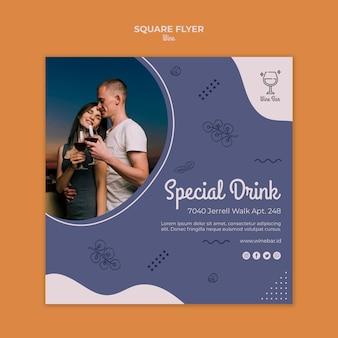 Modèle de flyer carré promotionnel de magasin de vin
