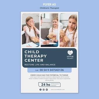 Modèle de flyer de concept de thérapeute pour enfants