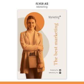 Modèle de flyer marketing avec photo