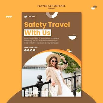 Modèle de flyer pour voyager avec une femme