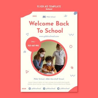Modèle de flyer de retour à l'école avec photo