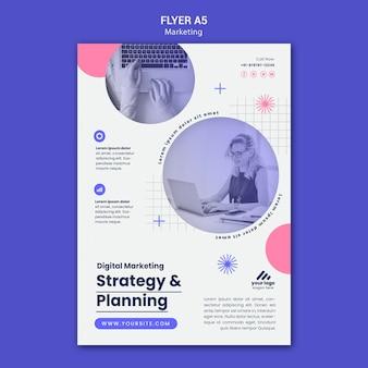 Modèle de flyer de stratégie marketing