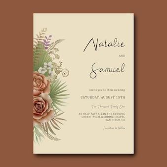 Modèle d'invitation de mariage avec un bouquet de feuilles tropicales et de roses aquarelles
