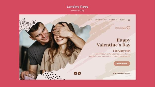 Modèle de page de destination de couple heureux saint valentin