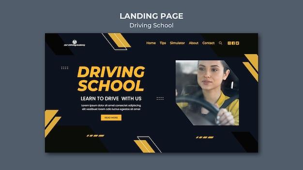 Modèle de page de destination pour auto-école avec conductrice