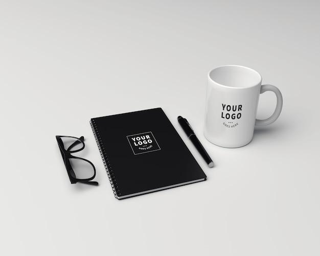 Note de bloc de perspective avec maquette de tasse à café