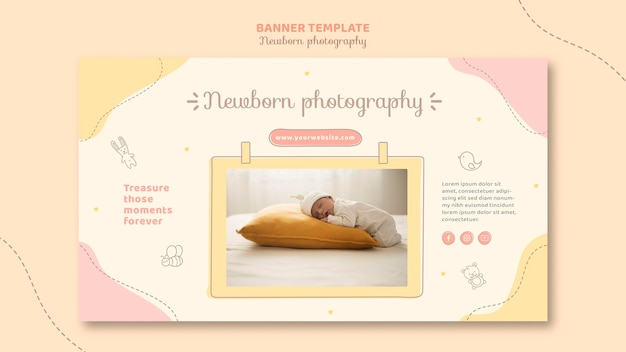 Nouveau-né dormant sur un gros oreiller