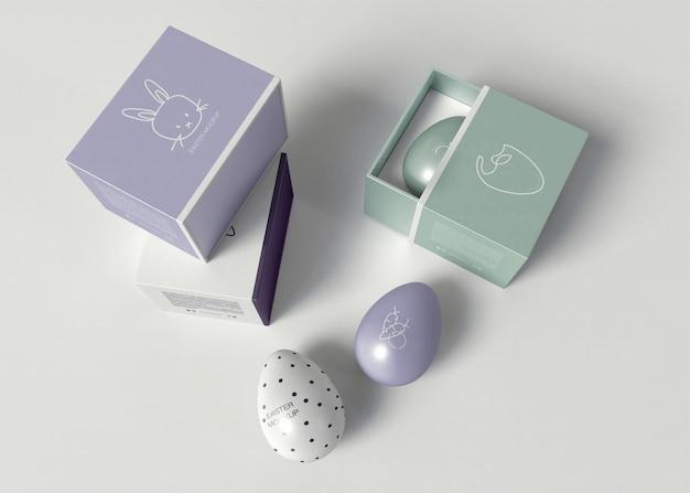 Oeuf de pâques décoré avec maquette d'emballage