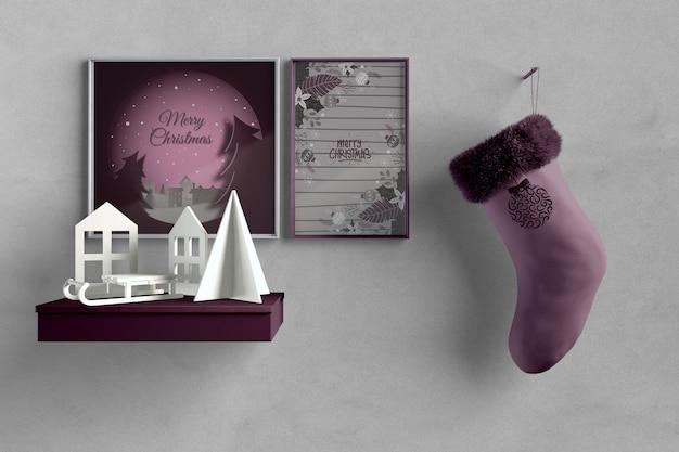 Oeuvre d'artiste miniature avec chaussette suspendue