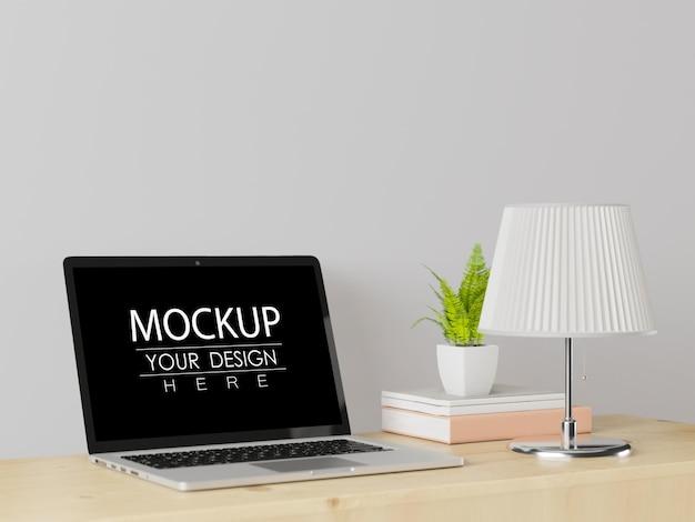 Ordinateur portable sur maquette d'espace de travail