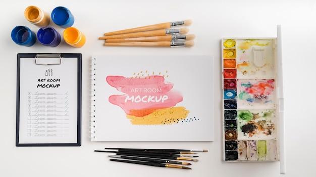 Outils de peinture d'artiste vue de dessus