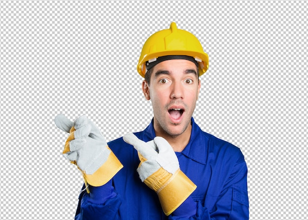 Ouvrier surpris pointant sur fond blanc